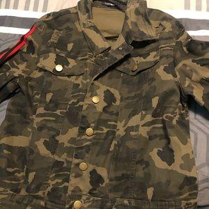 New - No tag - 3X Distressed Camo Jacket